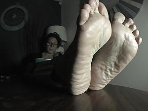 Stunning Wrinkled Mature Feet On The Table
