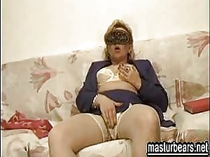 mart Italian Old woman Gina plays together with jizzes