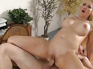 Cumshot stagger be beneficial to hot mammy brass hat Alana Evans